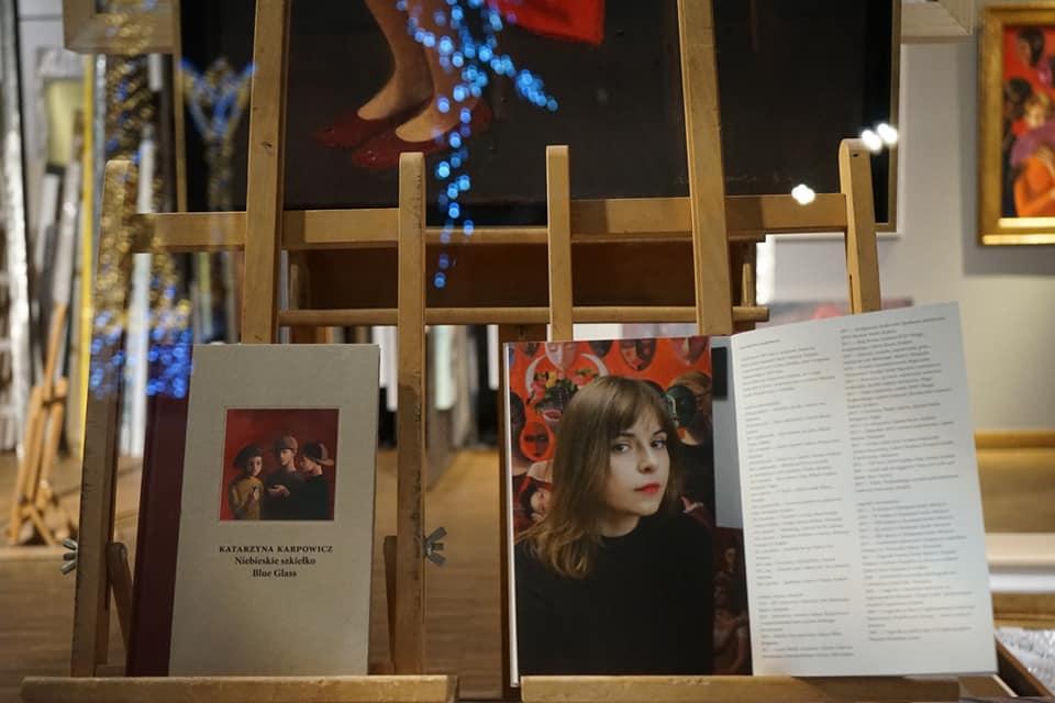 Öffnung: Katarzyna Karpowicz - Blaues Glas