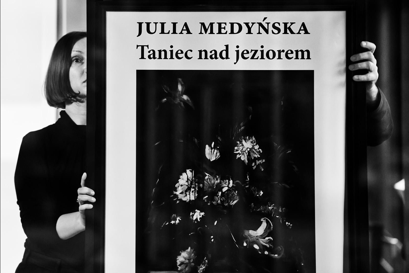 Opening: Julia Medyńska - Dancing by the Lake