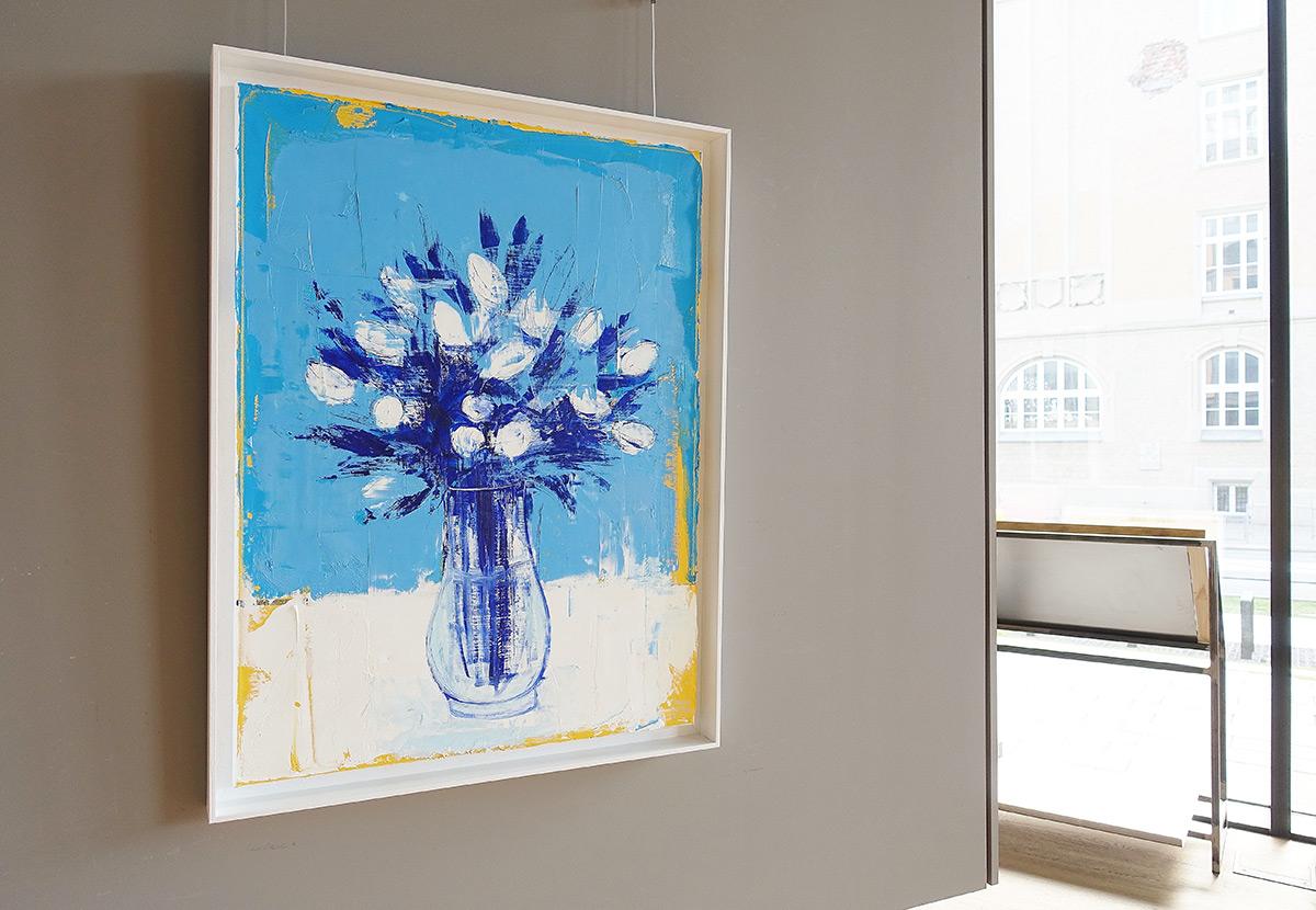 Jacek Łydżba : Flowers in a vase on a blue background